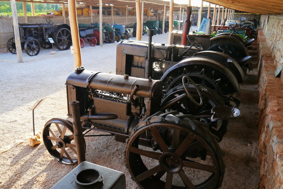 Traktor story, razstava