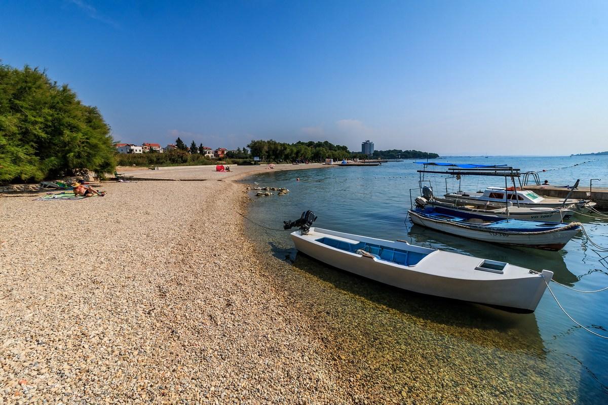 Čolni in plaža, foto Andrija Carli