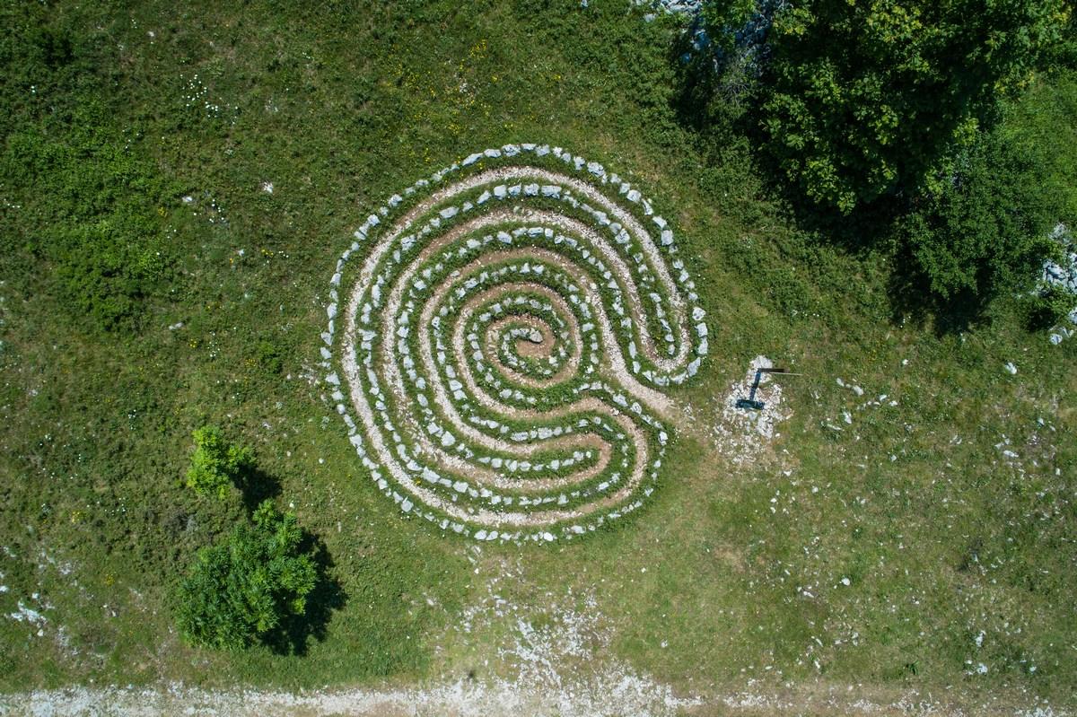 Nebeski labirinti Krmpote
