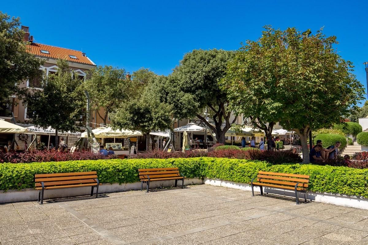Trg Ivana Mažuranića, proti centru mesta