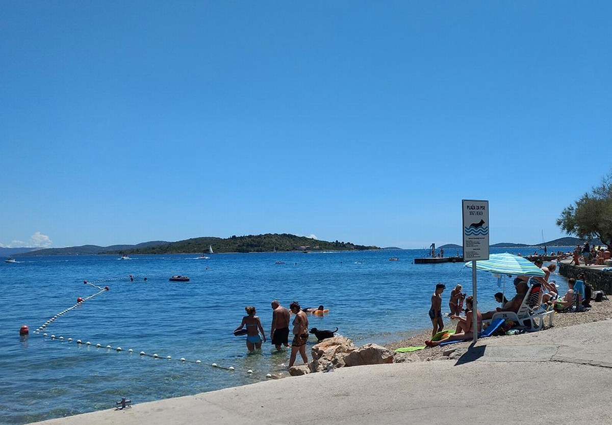 Vodice, dog friendly beach, foto TZ Vodice