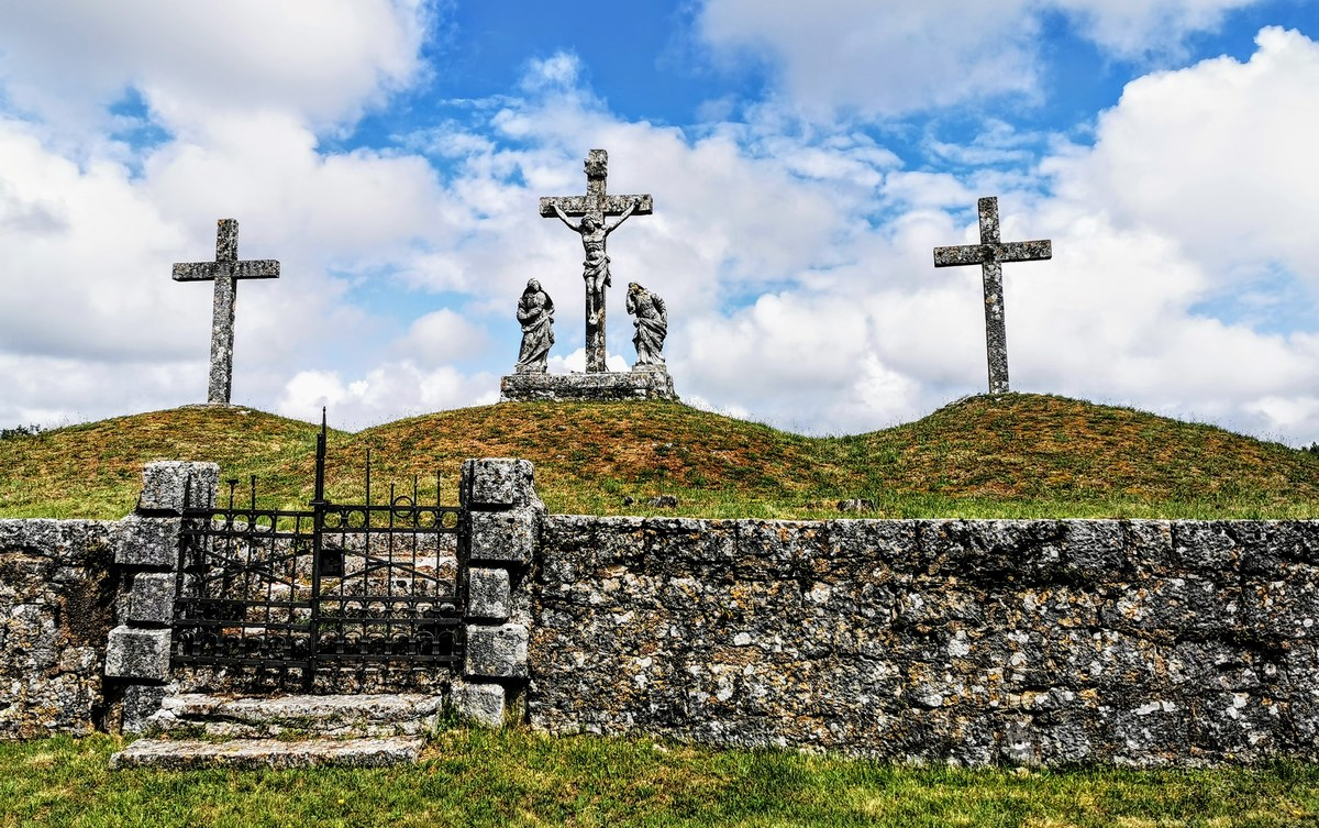 Tinjan in Kringa: kalvarije, evropski suhozid in vampir